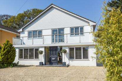 4 Bedrooms Detached House for sale in Netley Abbey, Southampton, Hampshire