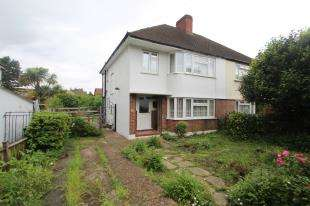 3 Bedrooms Semi Detached House for sale in Cressingham Grove, Sutton