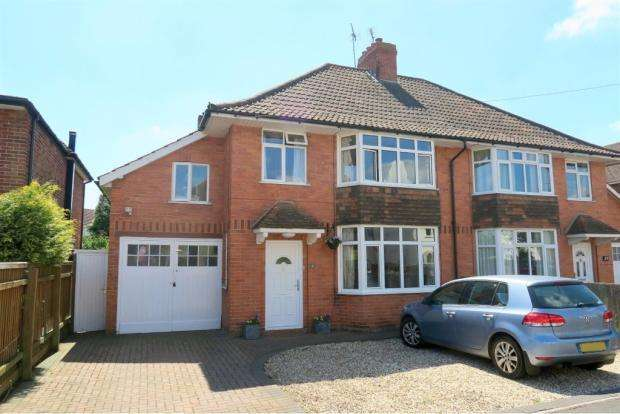 4 Bedrooms Semi Detached House for sale in Manor Road, Taunton TA2
