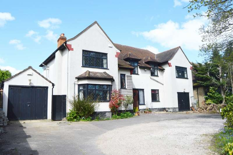 4 Bedrooms Detached House for sale in Noak Hill Road, Romford