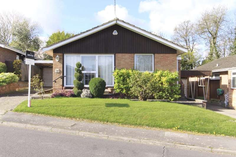 4 Bedrooms Detached Bungalow for sale in Curzon Place, Pinner