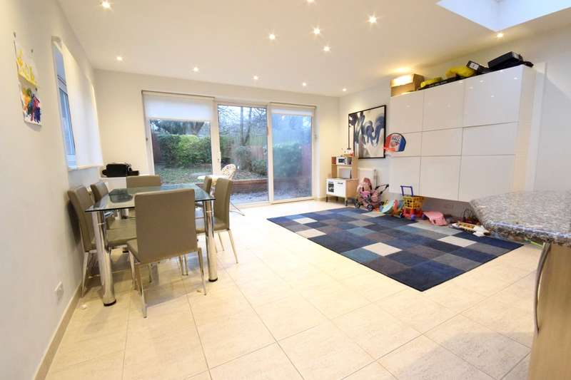 3 Bedrooms Semi Detached House for sale in LEESIDE CRESCENT, TEMPLE FORTUNE, London, NW11