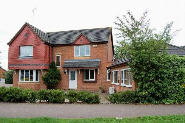6 Bedrooms Detached House for sale in Battalion Drive, Simpson Manor, Northampton NN4 6RB