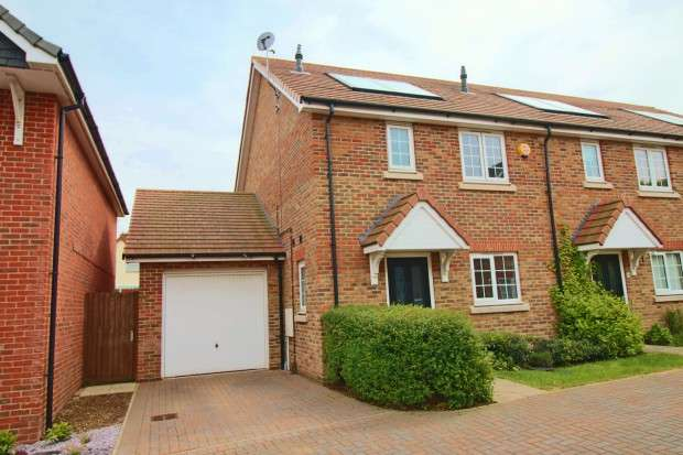 3 Bedrooms Semi Detached House for sale in Penrith Crescent, Wickford, SS11