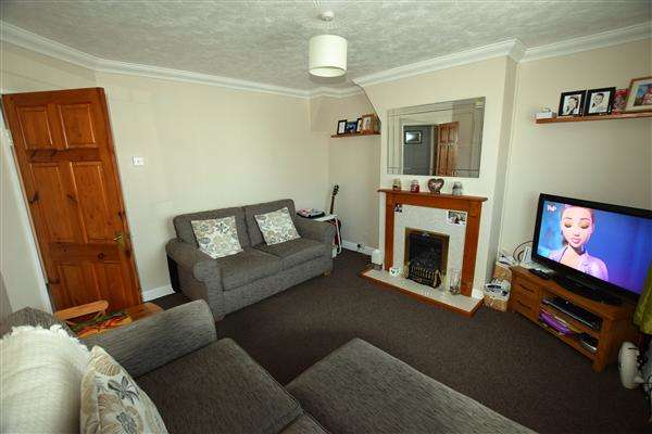 2 Bedrooms Apartment Flat for sale in Woodbrooke Way, Corringham