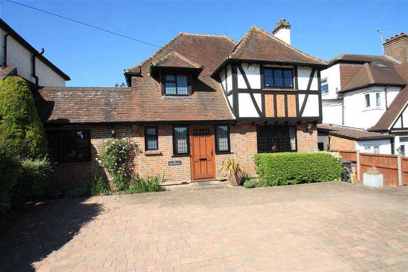 4 Bedrooms Detached House for sale in Little Bushey Lane, Bushey