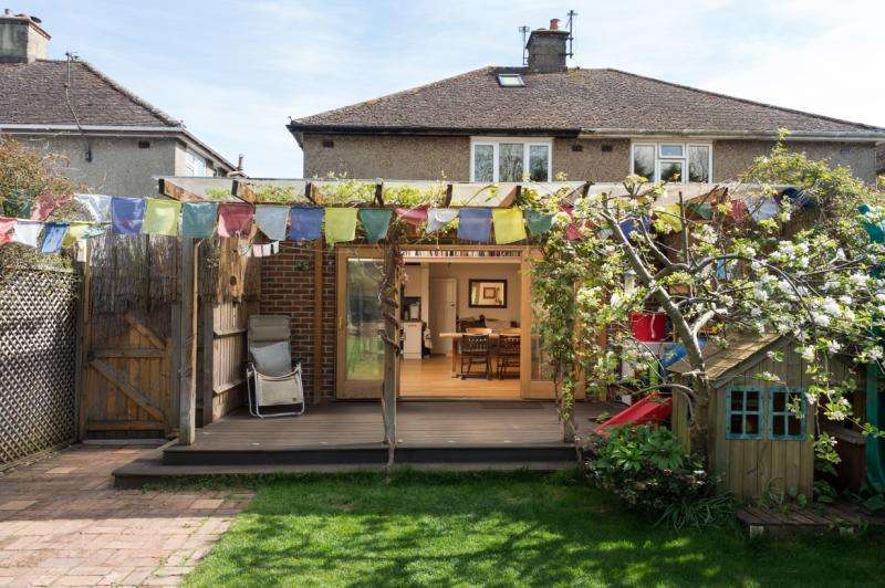 3 Bedrooms Semi Detached House for sale in Home Close, Wolvercote, Oxford