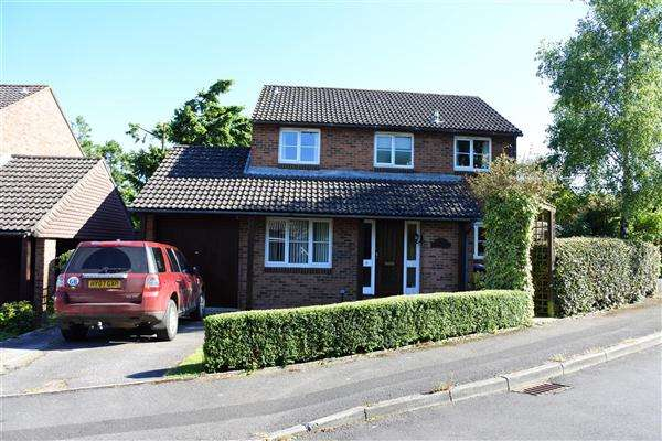 4 Bedrooms Detached House for sale in The Oaks, Gillingham