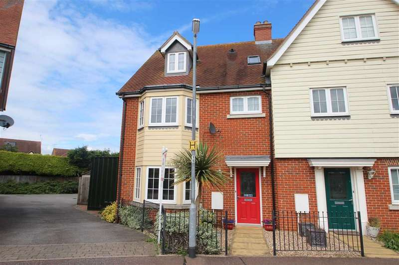 4 Bedrooms Semi Detached House for sale in Woden Avenue, Stanway, Colchester