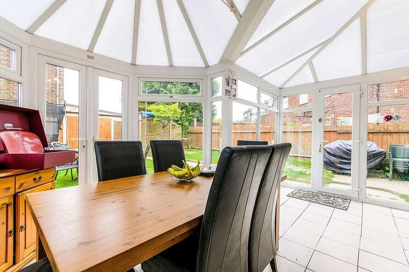 3 Bedrooms Semi Detached House for sale in Station Approach Road, Ramsgate, CT11