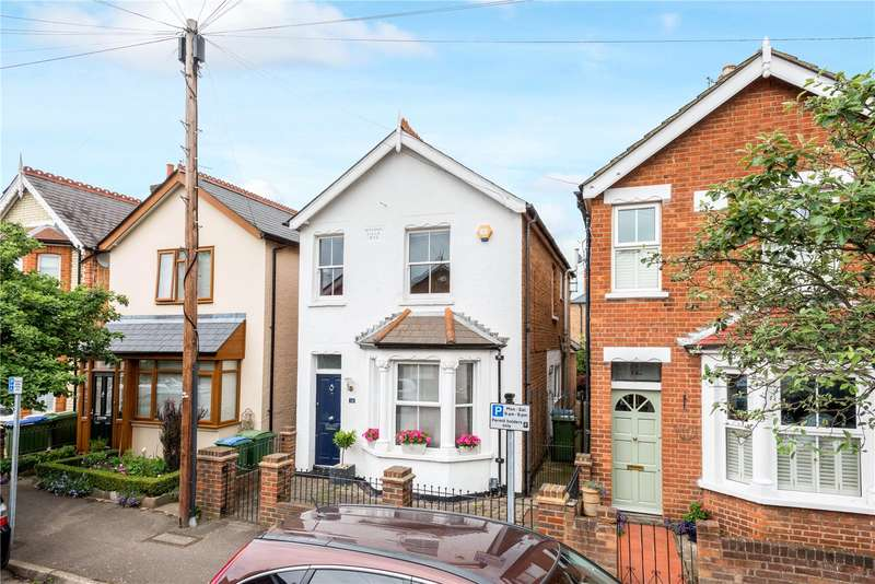 3 Bedrooms Detached House for sale in Oakdale Road, Weybridge, Surrey, KT13
