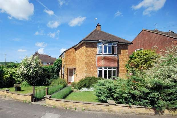 4 Bedrooms Detached House for sale in Manor Crescent, Wendover, Buckinghamshire
