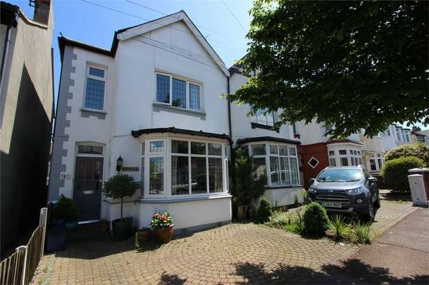 4 Bedrooms End Of Terrace House for sale in Lord Roberts Avenue, LEIGH-ON-SEA, Essex