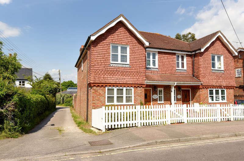 3 Bedrooms Semi Detached House for sale in Millstream Cottages, North Street, Storrington, RH20