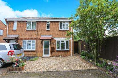 2 Bedrooms Semi Detached House for sale in Lipscomb Drive, Flitwick, Bedford, Bedfordshire