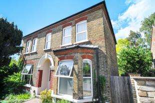 2 Bedrooms Maisonette Flat for sale in Beaconsfield Road, Bromley, .