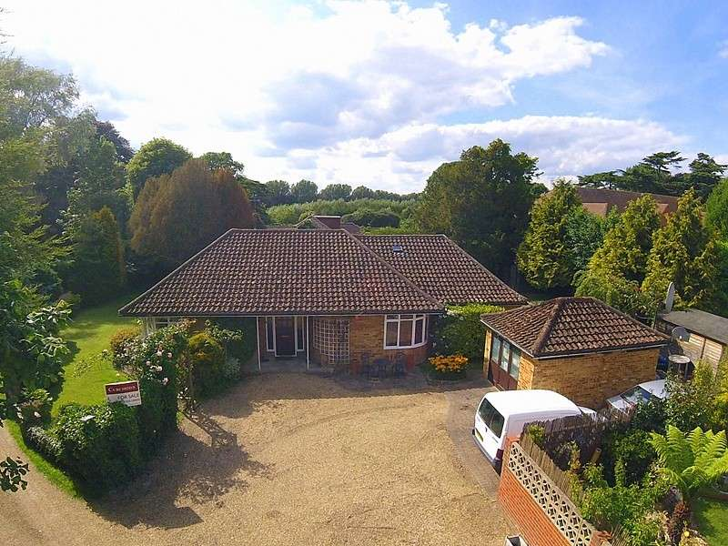 3 Bedrooms Detached Bungalow for sale in Laleham