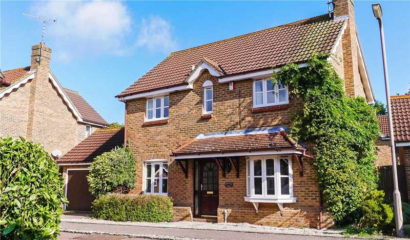 4 Bedrooms Detached House for sale in Waltham Close, Hutton Poplars