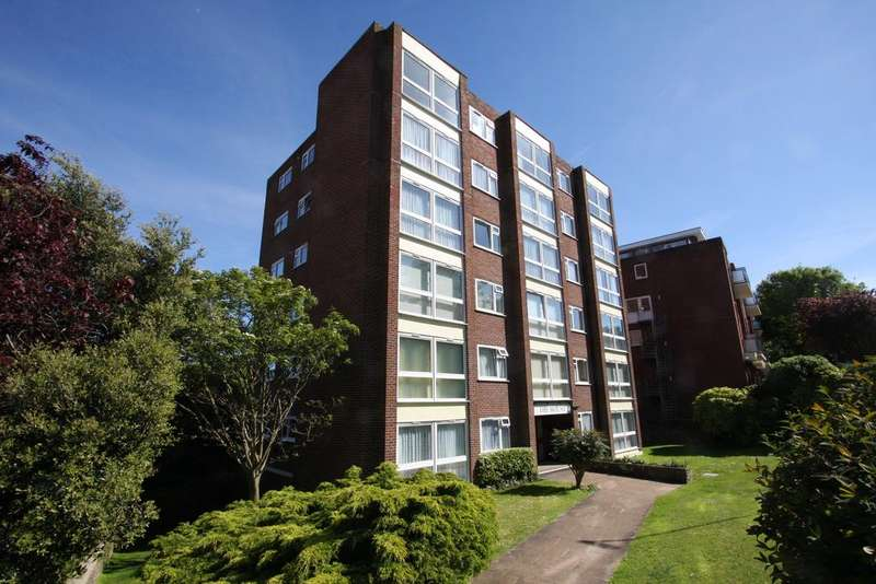 3 Bedrooms Apartment Flat for sale in The Mount, Meads Road, Eastbourne BN20
