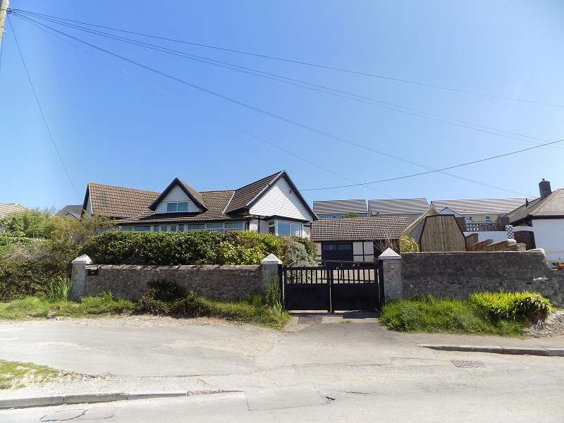 4 Bedrooms Detached Bungalow for sale in Main Road, Ogmore-by-Sea, Bridgend. CF32 0PL