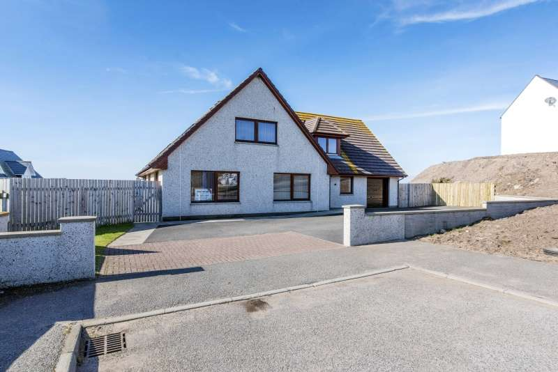 4 Bedrooms Detached House for sale in Gordon Brae, Portmahomack, Tain, Highland, IV20 1RW