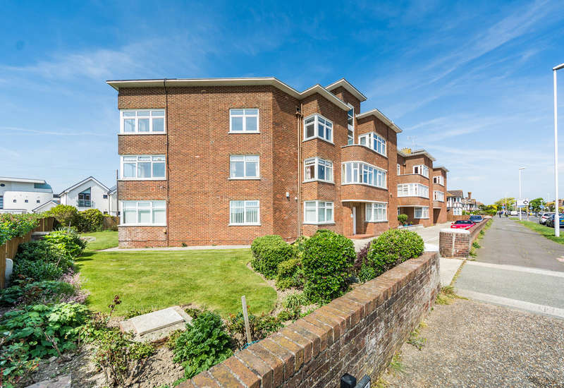 3 Bedrooms Flat for sale in George V Avenue, Worthing