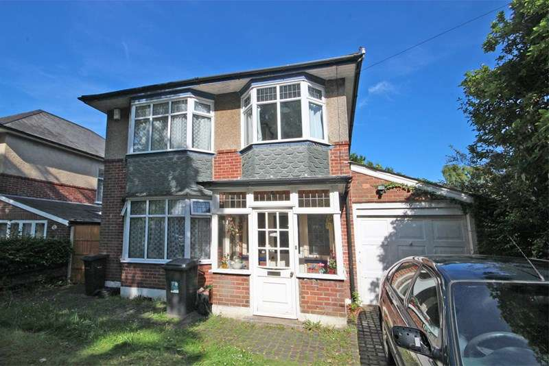 4 Bedrooms Detached House for sale in Holdenhurst Avenue, Boscombe East, Bournemouth