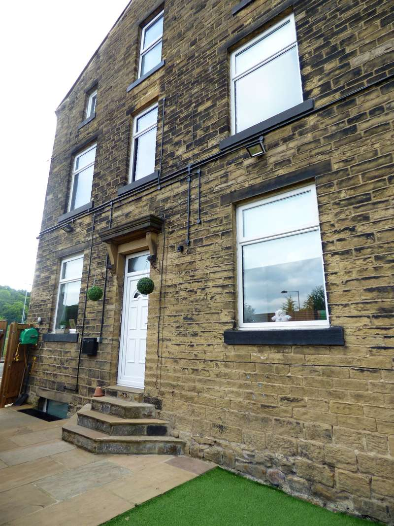5 Bedrooms End Of Terrace House for sale in Stoneycroft Lane, Keighley, BD20 6EE