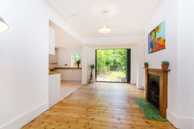 2 Bedrooms Flat for sale in Blenheim Crescent, South Croydon, CR2