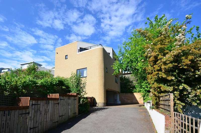 2 Bedrooms Mews House for sale in Hillside Mews, Guildford, GU1