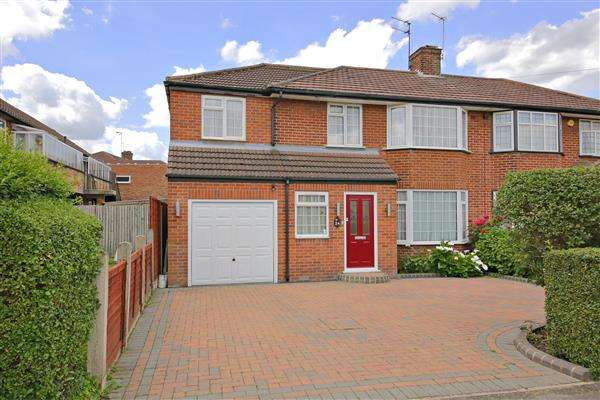4 Bedrooms Semi Detached House for sale in Manor Way, Borehamwood
