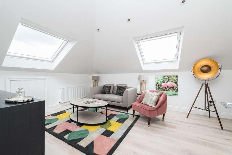 2 Bedrooms Flat for sale in Charlton Church Lane Charlton SE7