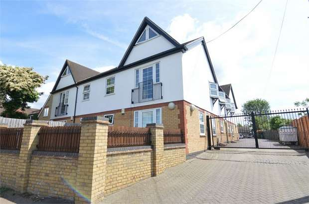 2 Bedrooms Flat for sale in Millennium Court, 4 Flamstead End Road, Cheshunt, Waltham Cross, Hertfordshire