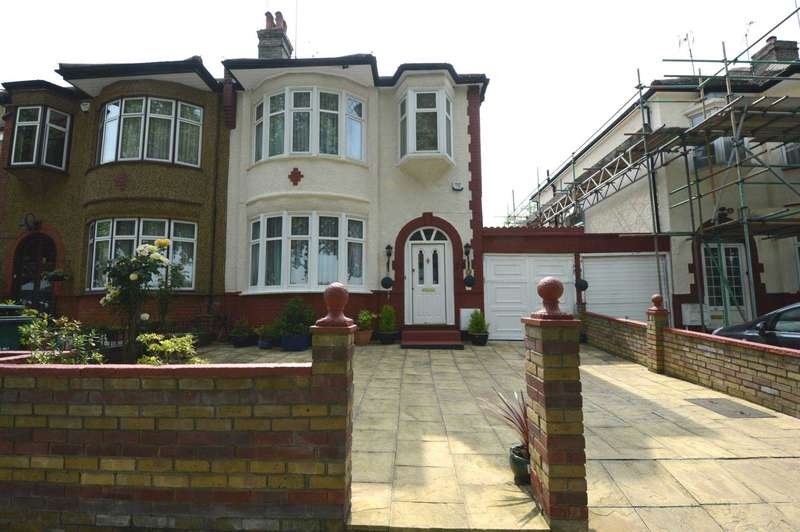 3 Bedrooms Semi Detached House for sale in The Crescent, London