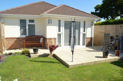 2 Bedrooms Bungalow for sale in Redhill, Bounrmeouth, Dorset