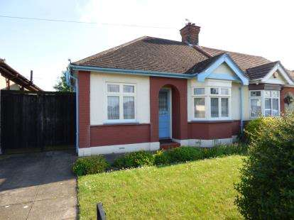 2 Bedrooms Bungalow for sale in Grays, Essex