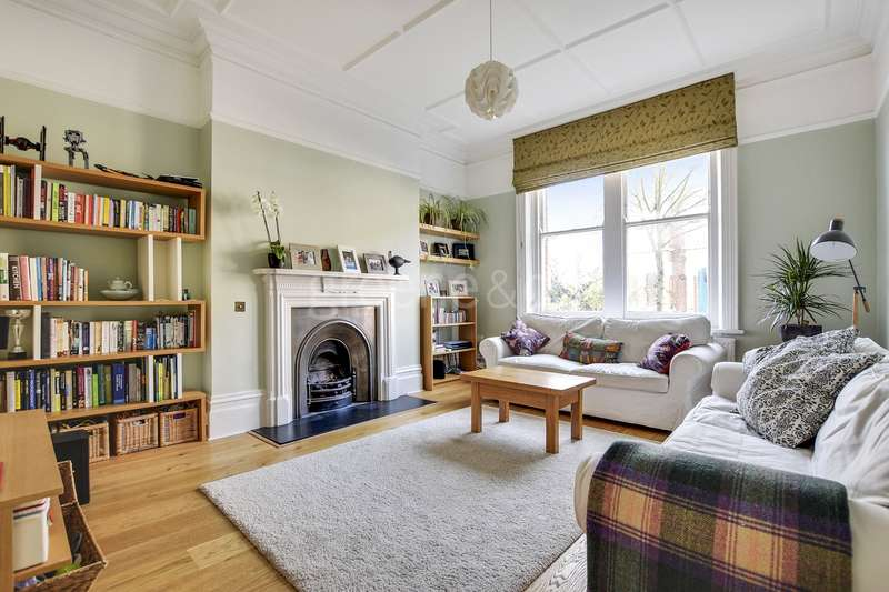 3 Bedrooms Flat for sale in St. James Mansions, West End Lane, London, NW6