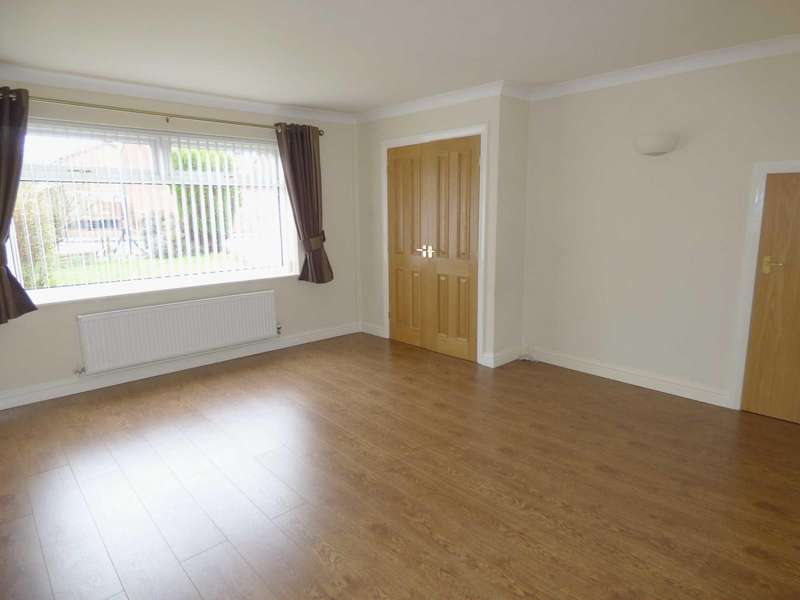 3 Bedrooms Detached House for sale in Shaftesbury Drive, Hopwood, Heywood, Lancashire, OL10