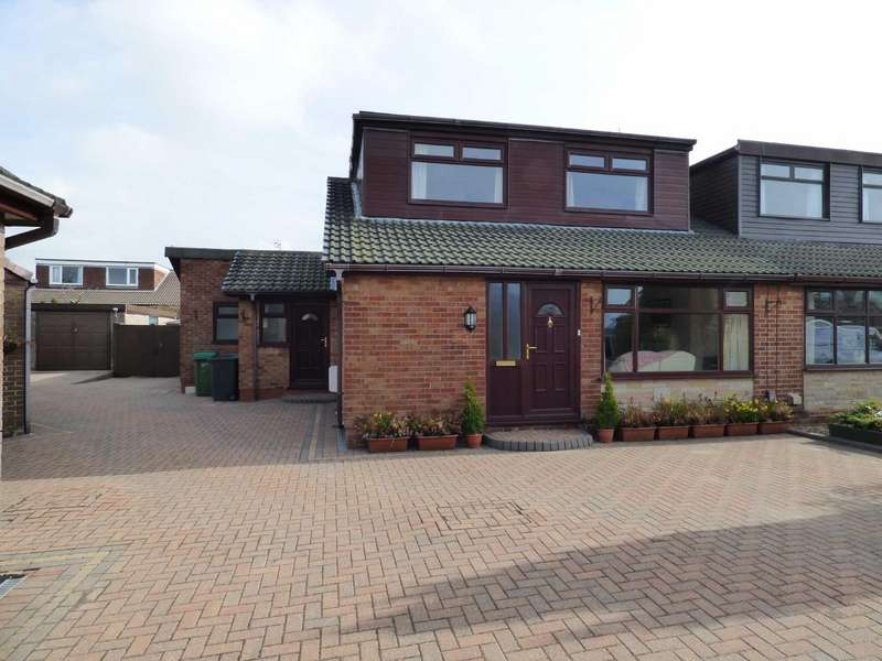 4 Bedrooms Semi Detached House for sale in Charnwood Close, High Crompton, Shaw, Oldham, OL2