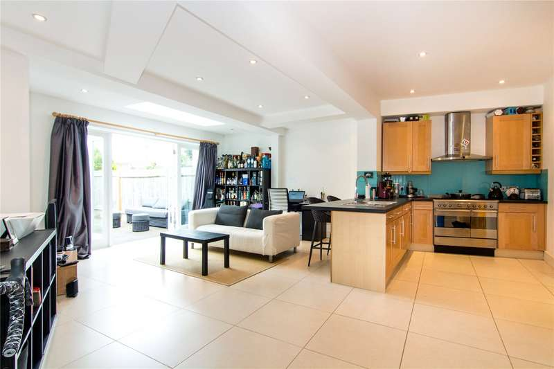 2 Bedrooms Flat for sale in Allfarthing Lane, London, SW18