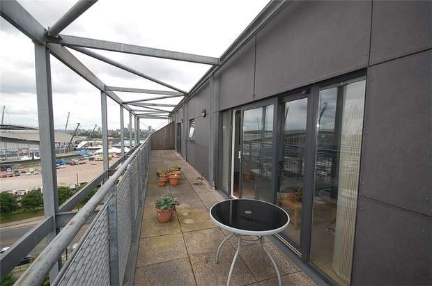 2 Bedrooms Flat for sale in The Waterfront, The Cube, MANCHESTER
