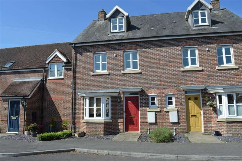 4 Bedrooms Terraced House for sale in Acorn Gardens, Burghfield Common, Reading, RG7