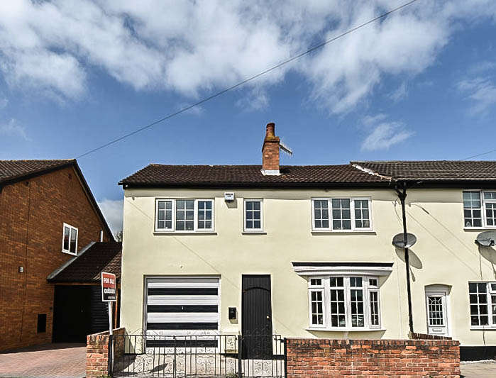 4 Bedrooms End Of Terrace House for sale in Junction Road, Bromsgrove