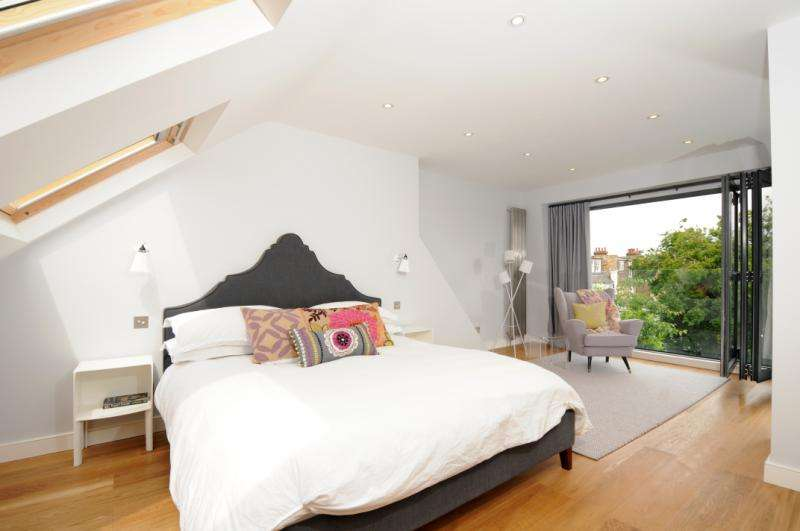 4 Bedrooms Terraced House for sale in Standen Road, London, SW18