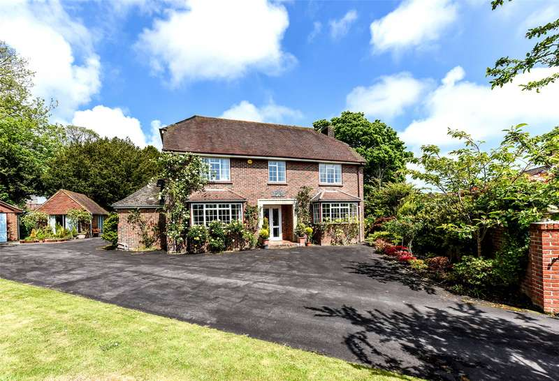 4 Bedrooms Detached House for sale in Fairfield Close, Lymington, Hampshire, SO41