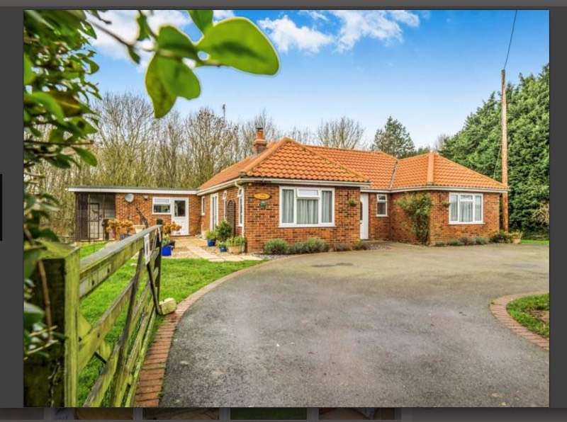 3 Bedrooms Bungalow for sale in Browns Lane, Holme Hale, Thetford, Norfolk, IP25