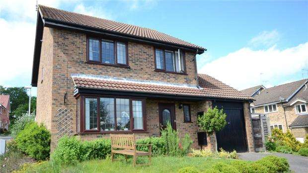 4 Bedrooms Detached House for sale in Suffolk Close, Wokingham, Berkshire