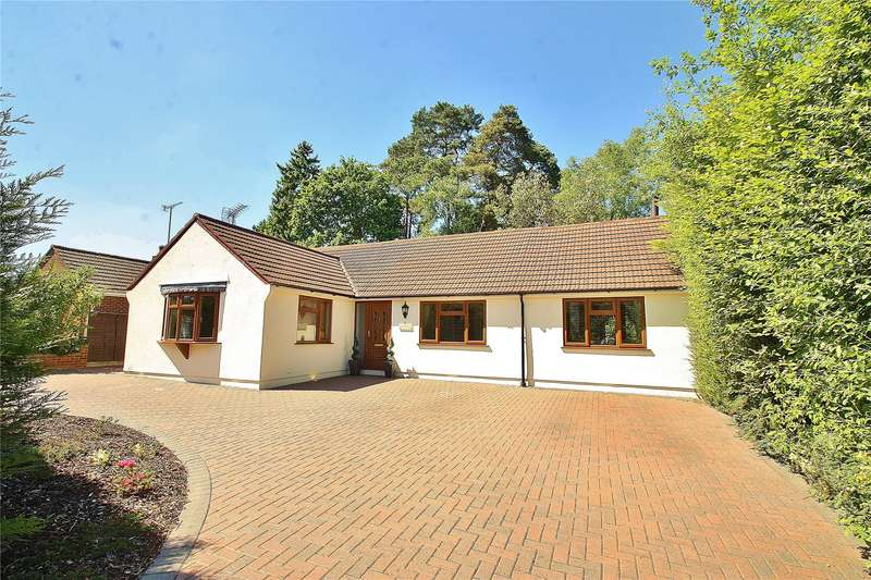 4 Bedrooms Detached Bungalow for sale in Ridgeway Close, Lightwater, Surrey, GU18