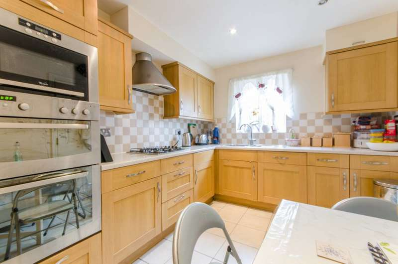 4 Bedrooms End Of Terrace House for sale in Russell Lane, Oakleigh Park, N20