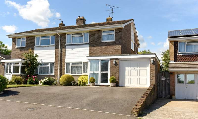 3 Bedrooms Semi Detached House for sale in Carters Way, Wisborough Green, RH14
